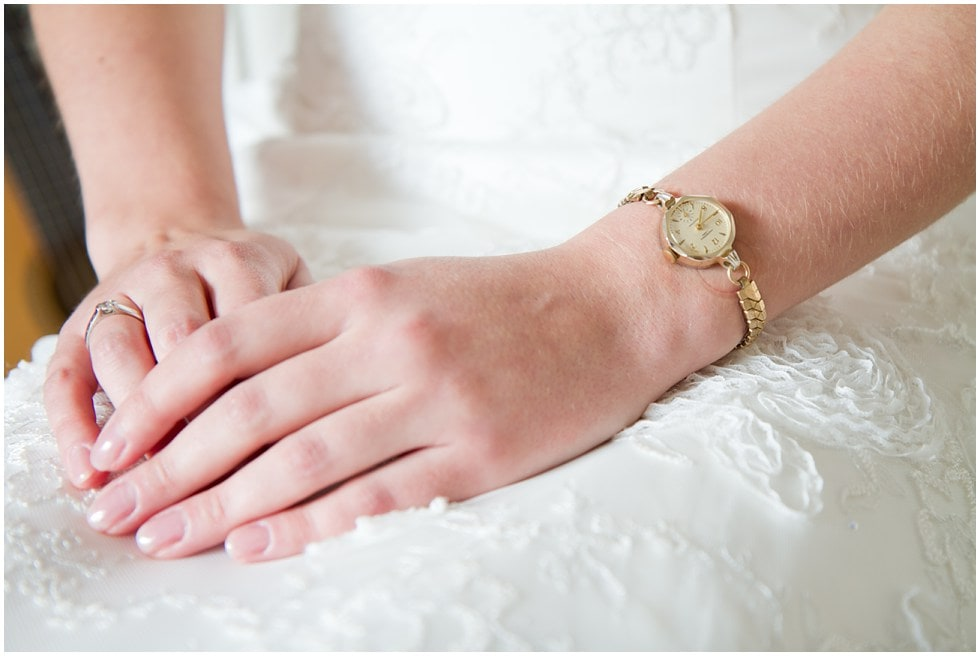 Watch and hands of the bride
