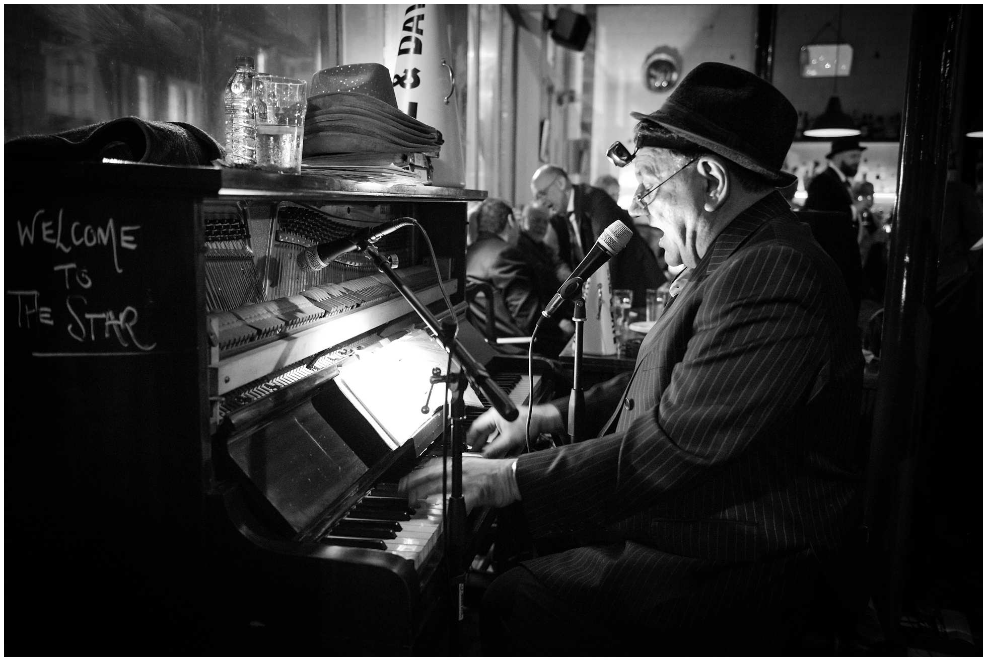 Baz & Dave Cockney Knees Up Piano performance wedding reception