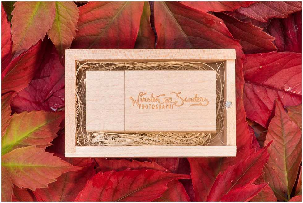 Wooden engraved wedding photography memory stick 1