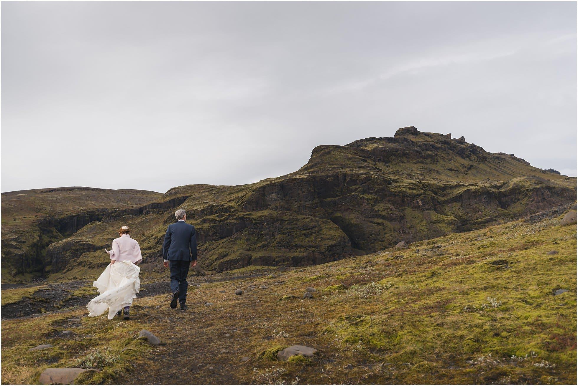 Walking to the Sólheimajökull glacier